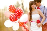 loving red and white baloon couple